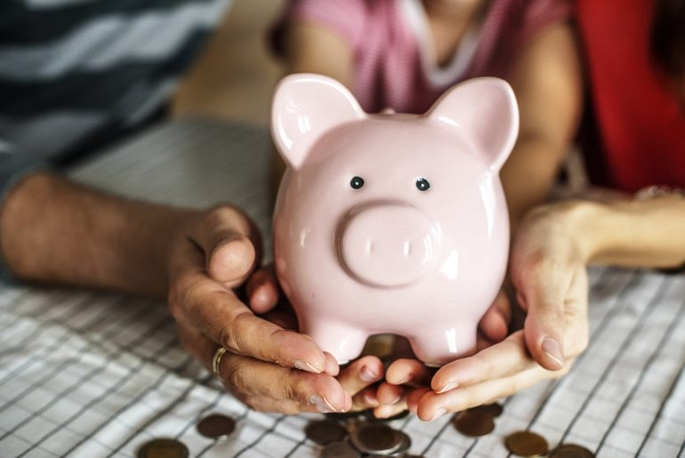 Image with piggy bank for car loan rates savings